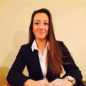 Dr. Pazicski Fruzsina válóperes ügyvéd